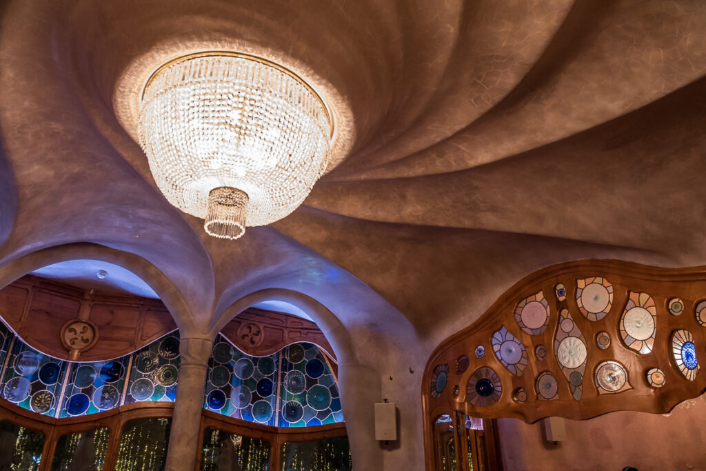 cieling and the main room with amazing architectonic maserpiece of Casa Batllo